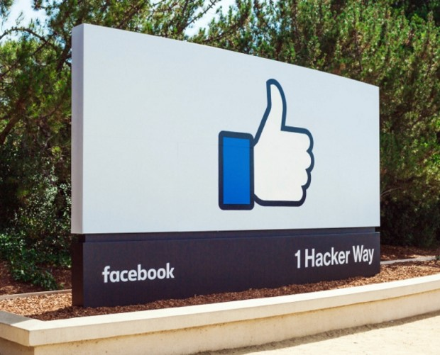 Facebook puts veteran exec in charge of hardware, as it readies video chat device