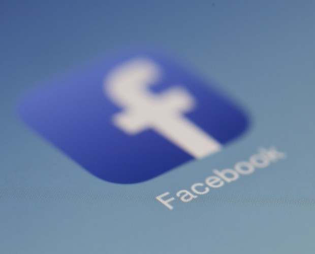 Facebook cleans up data use T&Cs in Europe