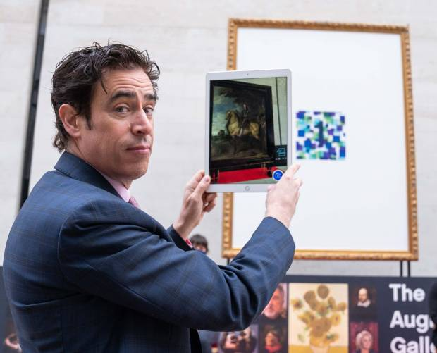 Stephen Mangan launches 'art gallery of the future'